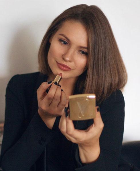 استفاده از برق لب برای آرایش سریع روزانه