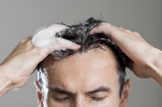 شستن مو برای جلوگیری از ریزش مو