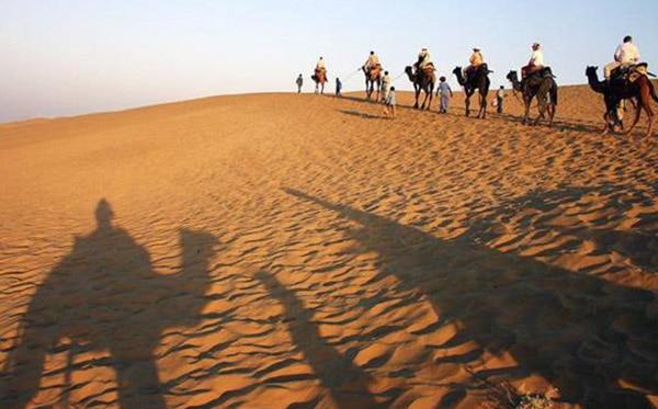 شتر سواری در کویر مرنجاب