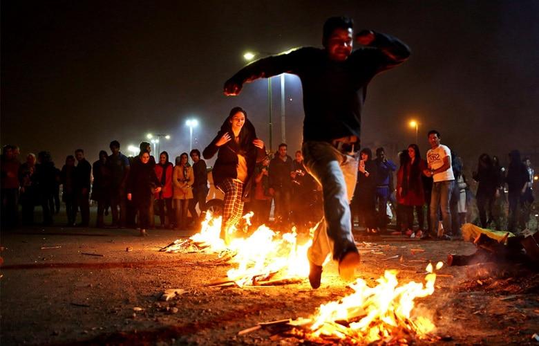 پرش روی آتش در چهارشنبه سوری