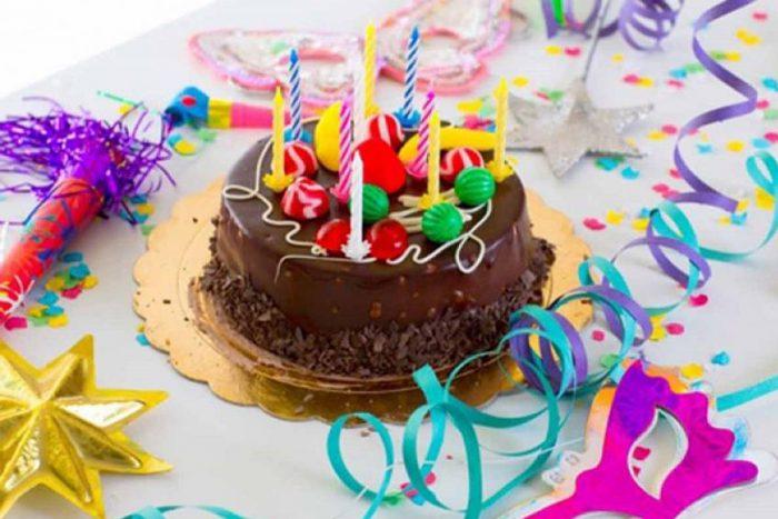 جشن تولد در زمان قرنطینه خانگی
