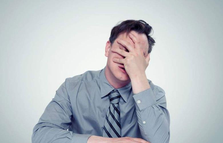 افراد دارای اعتماد به نفس کاذب احساس سرخوردگی دارند