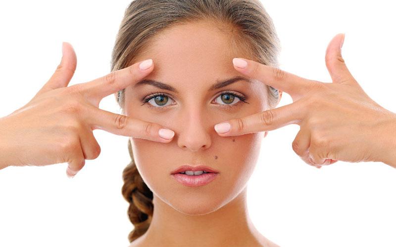 رفع سیاهی دور چشم با استفاده از درمانهای تخصصی