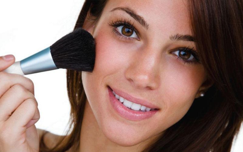 آرایش مناسب گونه برای جوانتر به نظر رسیدن
