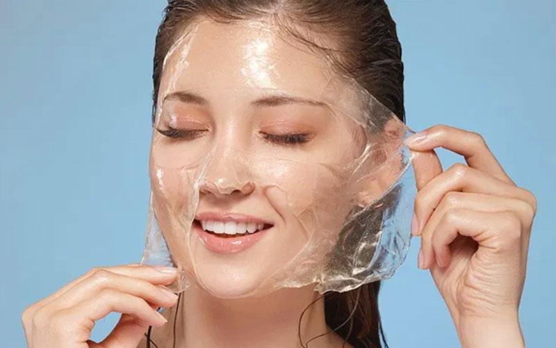 زیرسازی صورت قبل آرایش برای جوانتر به نظر رسیدن