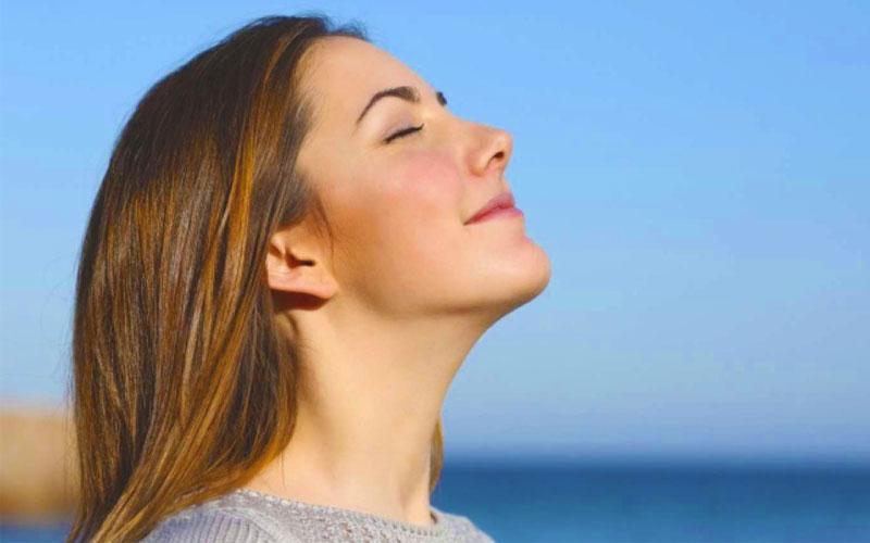 کشیدن نفس عمیق برای داشتن زندگی شاد